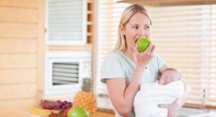 Шоколад при лактации рекомендуется вводить в рацион новый продукт только с третьего месяца после рождения малыша.